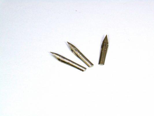 ngoi la tre calligraphy g trang 2 533x400 - Ngòi lá tre Calligraphy G trắng