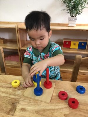 do choi thong minh 3 300x400 - Kinh nghiệm lựa chọn đồ chơi thông minh cho trẻ theo độ tuổi
